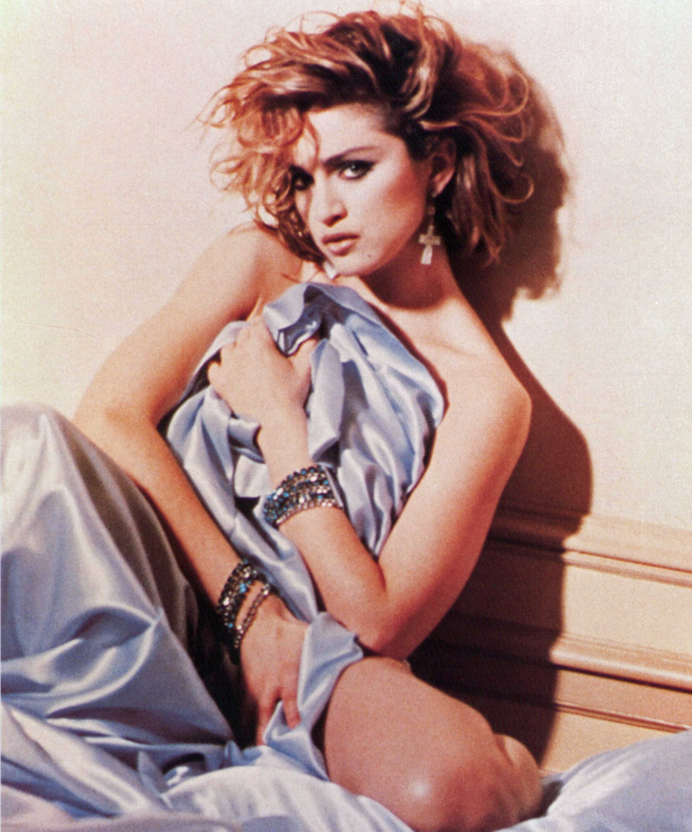 https://squaremadonna.files.wordpress.com/2013/10/madonna_like_a_virgin_album_cover_session_by_meisel_1984_16.jpg