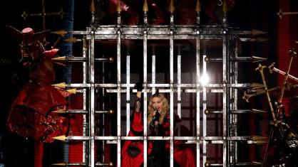 la-et-ms-madonna-in-concert-at-staples-center--005